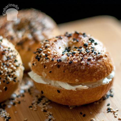 Bagels con queso crema