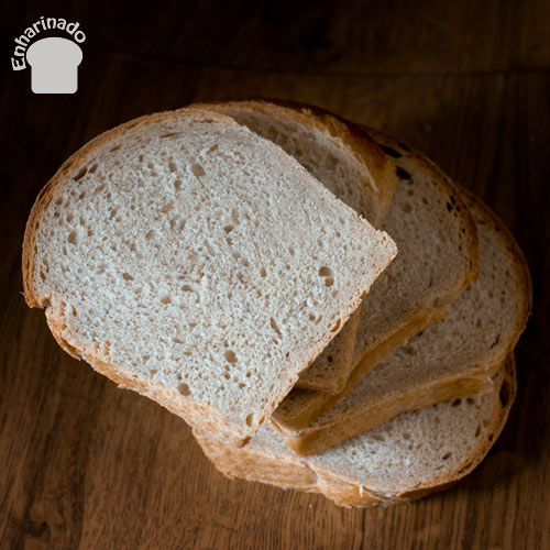 Pan de molde de espelta semi-integral cortado