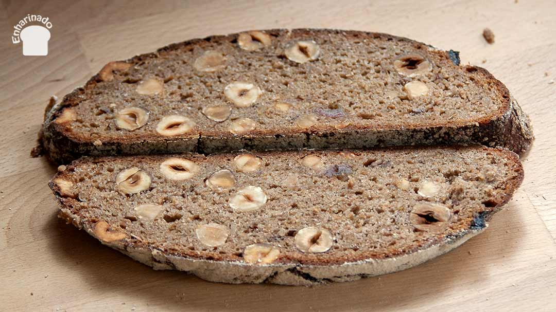Pan de centeno integral con frutos secos