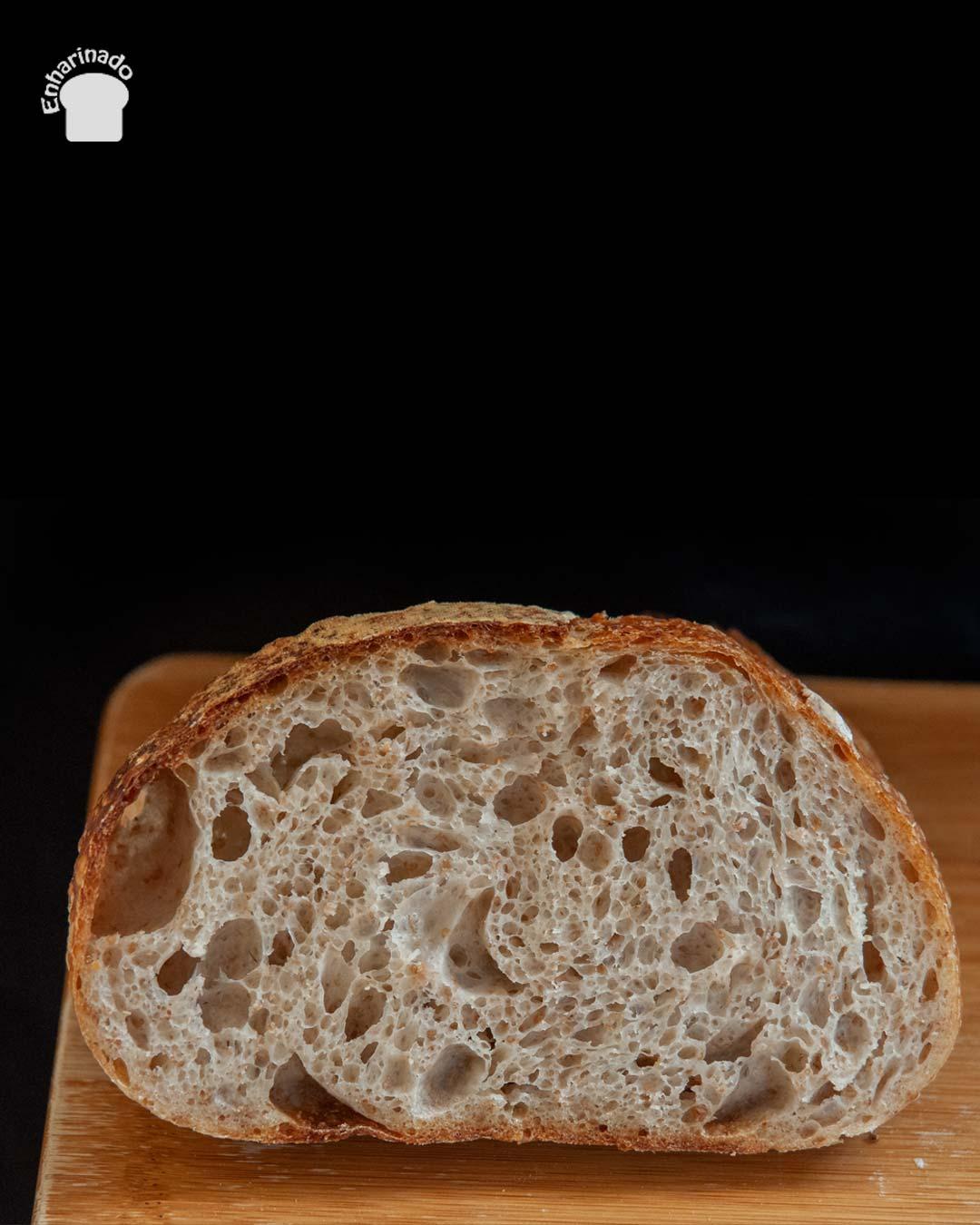 Pan de masa madre alveolado